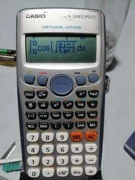 Calculadora Casio fx 570 es plus científica integra y deriva numéricamente 420. Funciones