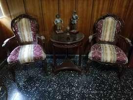 Juego de dos sillones Luis XV más mesa de madera