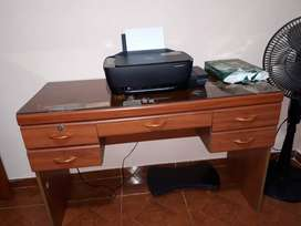 Se vende escritorio y mesa de TV