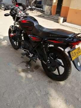 Moto 135 discover con papeles al dia