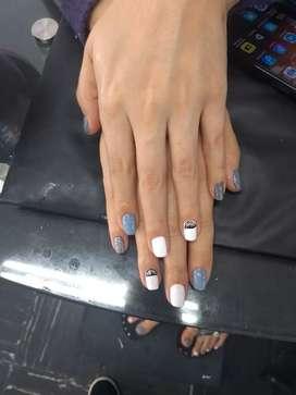 Se necesita manicurista integral del que sepa decoración de uñas