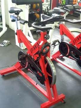 Bicicleta spinning tráfico pesado volante 20k con monitor