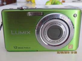 VENDO Camara PANASONIC LUMIX 12 MP en buen estado