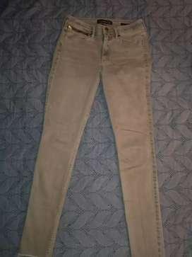 Pantalón de dama Talla 26 abercrombie americano