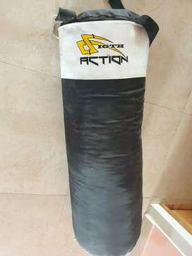 Vendo saco d boxeo con 2 pares d guante