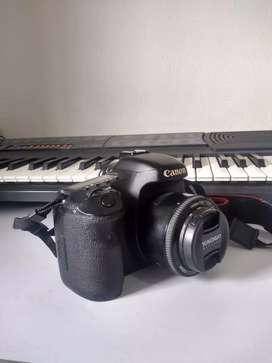 Canon 7D con lente 50mm