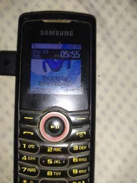 Samsung básico con cargador y batería original solo para Movistar