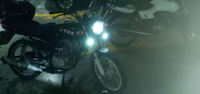 Vendo moto suzuki  ax4  todo original 0 choque unico dueño 0