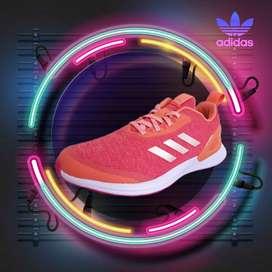 Adidas: Tenis RapidaRun X.