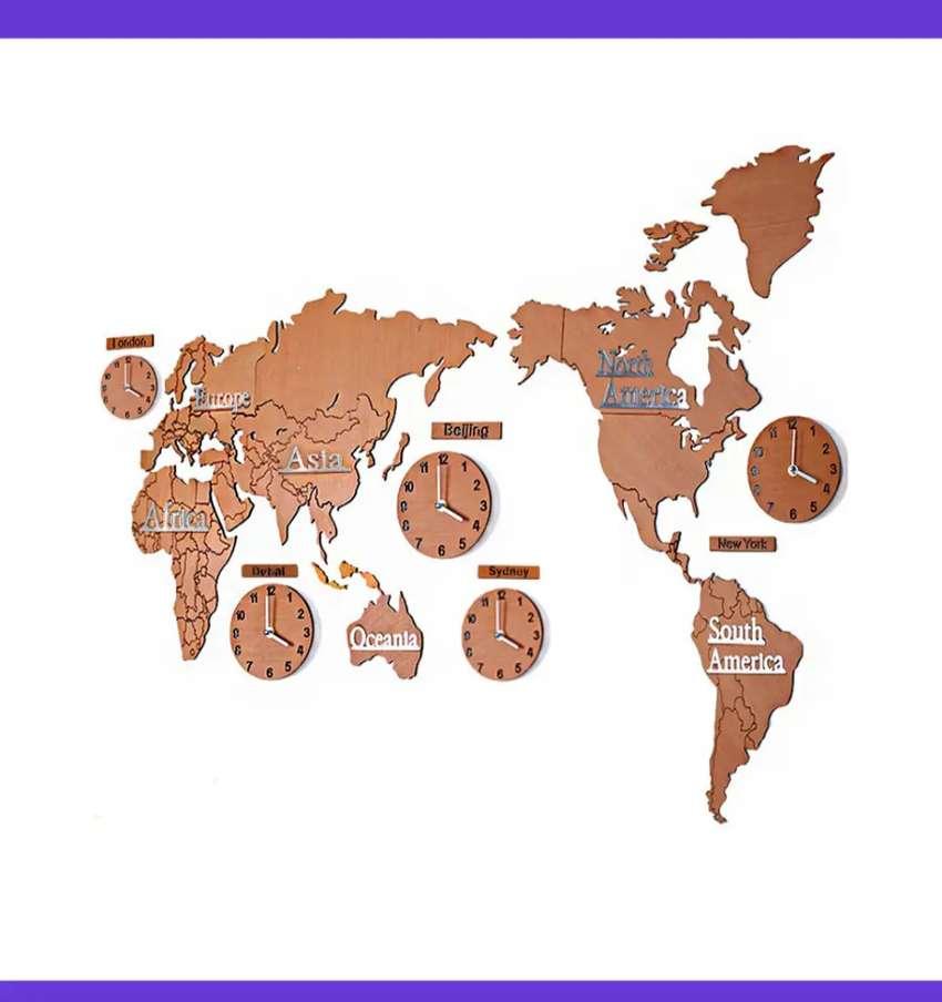 Reloj madera mapa mundi
