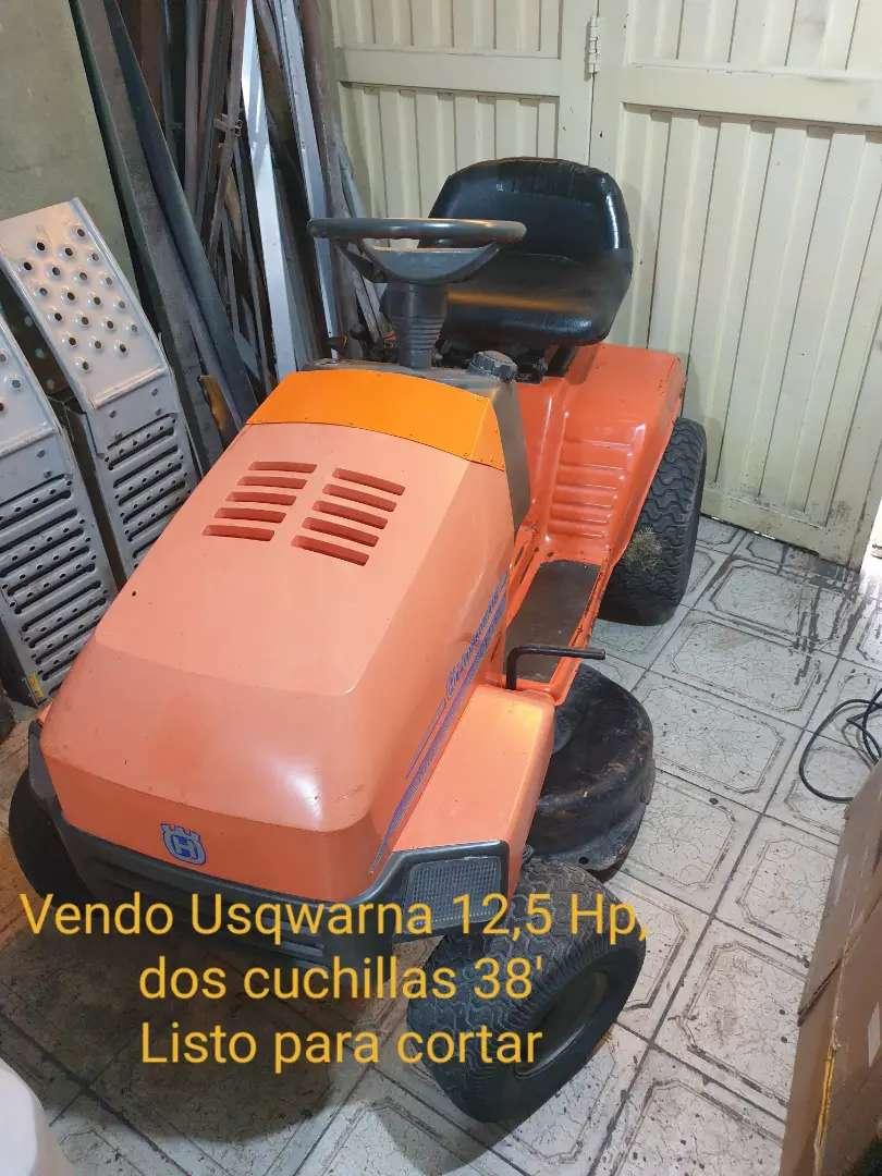 Mini tractor corta césped Husqvarna pasto