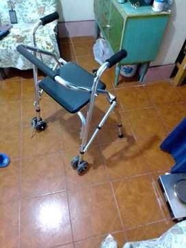 Andador con rueda y silla