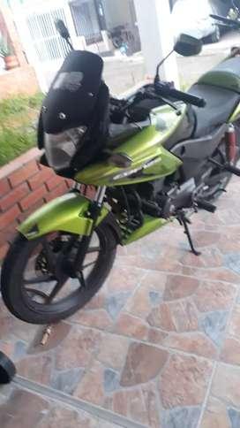 Vendo moto cbf 125 modelo 2013 excelente estado motivo no se está usando