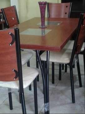 Mesa con pco uso más 4 sillas