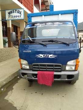 Camion nissan  en buenestado  año 2010
