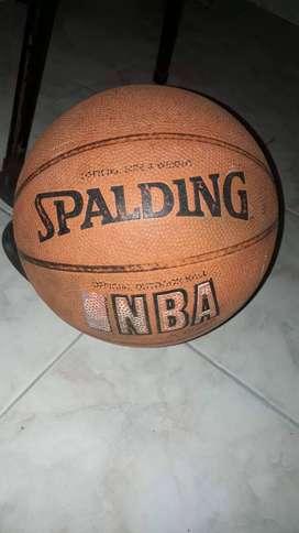 Pelota de basquet original spalding