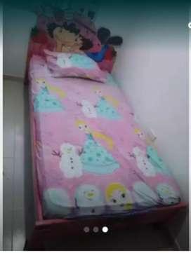 Se venden camas para niña