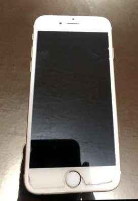 iPhone 6 dorado 10/10 capacidad de batería a 100% con cargador es de 16 GB 8MPX de cámara trasera y frontal de 1.2 MPX