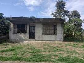 Casa en el cantón La Maná, cerca a la Hostería Las Pirámides. Casa de 9 x 10. 300 m2 de terreno.
