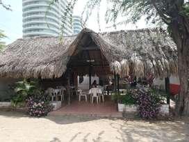 Casa con Restaurante, Tienda Y Local