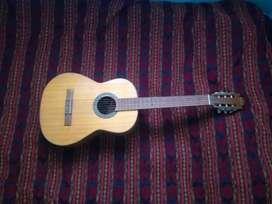 Vendo por viaje $95 Guitarra Di Vozzo en buen estado negociables