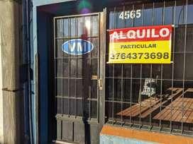 Alquilo local comercial vidriado c/galpón y entrada de autos