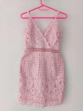 Vestido rosa encaje
