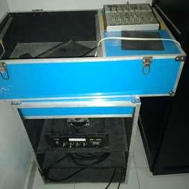 Se vende turbo pequeño de 2 bajos audio King de 10x900 con medios de 6 x100 y 2 regaderas de 8 x100 una maquina hechiza