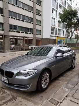 Elegante automovil ejecutivo gris  BMW 528i 2012 mod 2013 en perfecto estado.