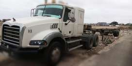 SE VENDE TRAILER MACK BLANCO 2009