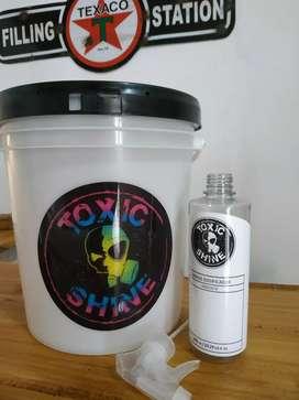Balde 10L Toxic Shine + Dosificador