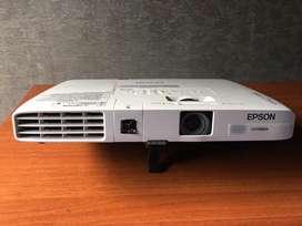 Proyector VideoBeam Epson PowerLite 1771W