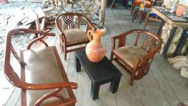 Sala Sofa 2sillas mesa y jarron ganga