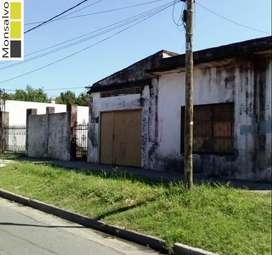 Dos locales a refaccionar con depósito y lote libre en Villa Tesei.
