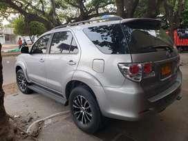 Toyota fortuner con Cojineria de cuero negro