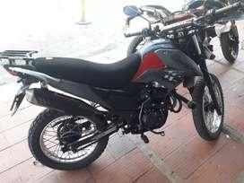 Moto Akt - AK125BR, color rojo gris muy bien cuidada admirela seguro Enero 2021