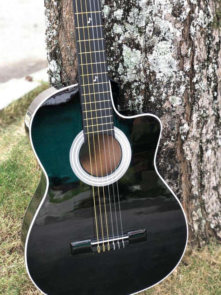 guitarras acusticas en cedro con forro -punto de fabrica 0