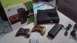 Xbox 360 con dos controles y pilas recargable