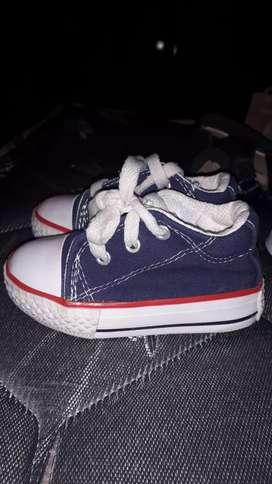 Zapatillas azules num 19 precio charlable