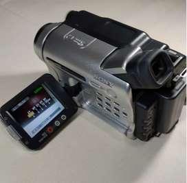 Videocámara Sony CCD-TRV138 20 x Zoom Óptico 990 X Zoom Digital Hi8 Analog Handycam
