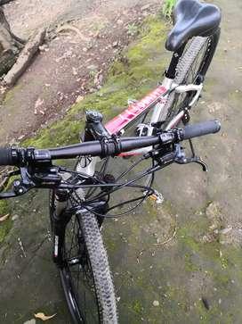 Linda bicicleta cronus de origen Frances con frenos hidraulico