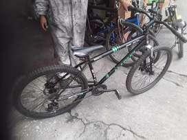 Vendo bicicleta montañera con frenos de disco