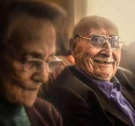 Se cuidan personas mayores . Medio tiempo o tiempo completo