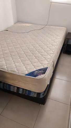 Vendo base cama con colchon