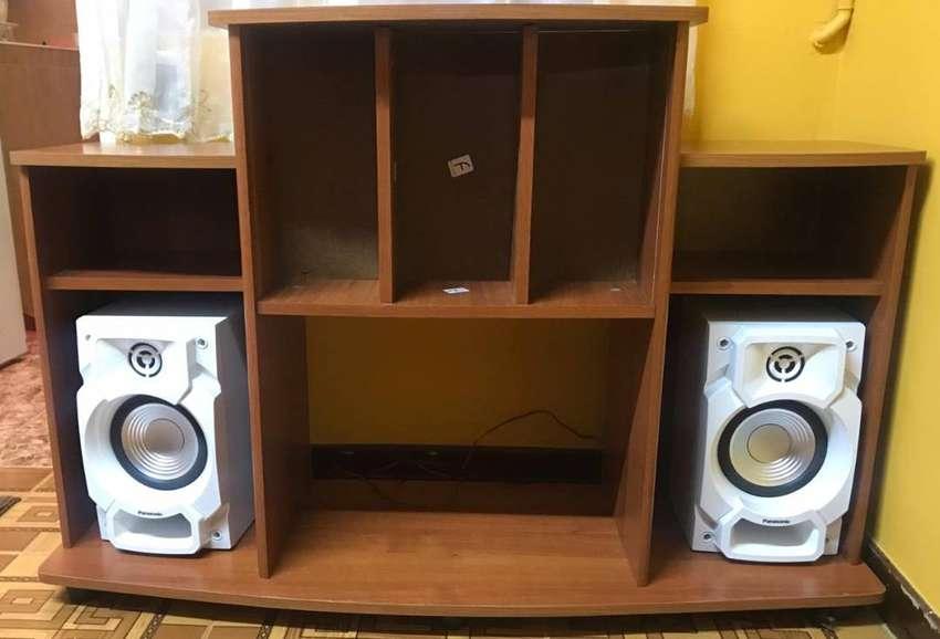 Mesa para Equipo de sonido y CD´s 0