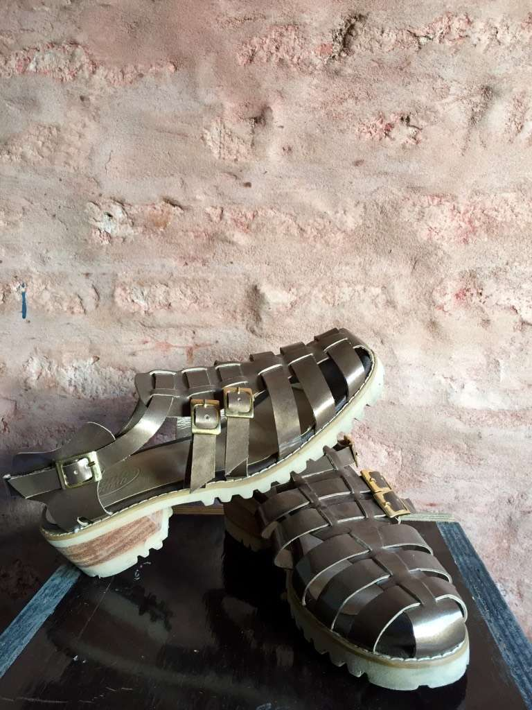 Vendo sandalias tipo romanas. EXCELENTE ESTADO