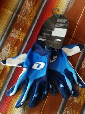 Guantes marca One Industries
