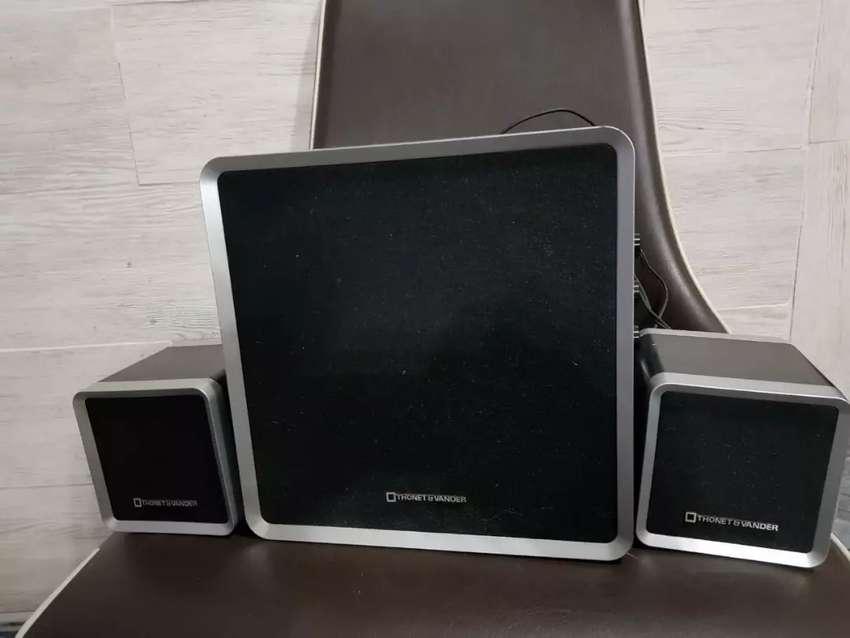 Sistema de parlantes 2.1 THORNET &VANER 0