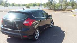 Vendo Focus Impecable...Negro , accesorios...cubre Carter, comidas de inoxidable original, pernos dobles antirrobo...