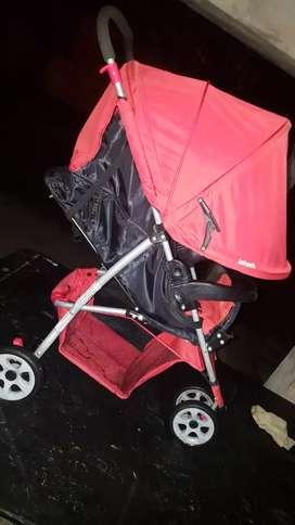 Vendo changuito impecable nuevo 2 veces uso mi bebe nada mas color rojo marca INFATIL está nuevo no bajo precio